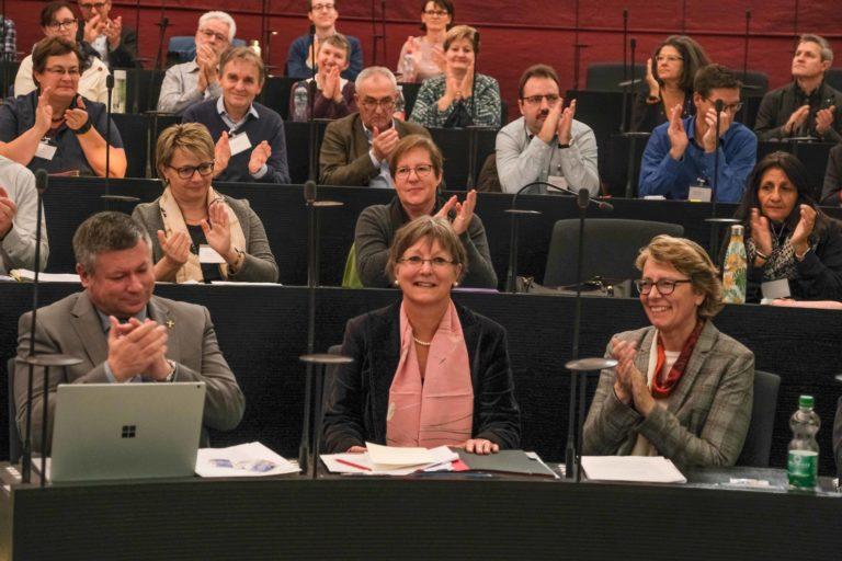 Applaus für die neue Synodalratspräsidentin Renata Asal-Steger. | © 2019 Dominik Thali