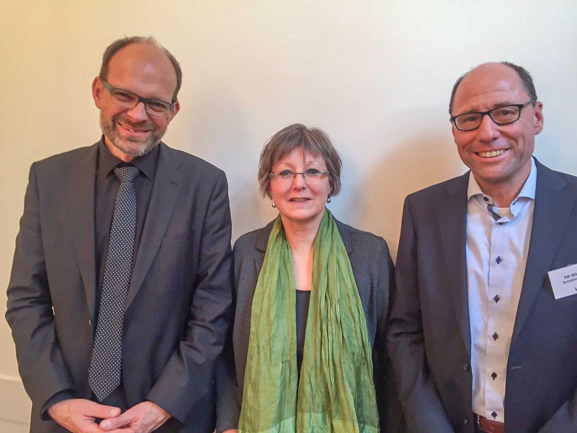 Die neue Präsidentin Renata Asal-Steger mit ihrem Vorgänger Luc Humbel (Aargau) und dem Luzerner Synodalverwalter Edi Wigger. | 2019 pd