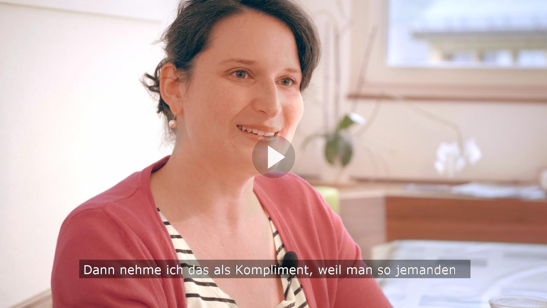 Charlotte Küng-Bless, Seelsorgerin in der katholischen Kirche Region Rorschach, erzählt im einen der neuen Videos, was ihr an ihrer kirchlichen Arbeit gefällt.   Bildschirmfoto
