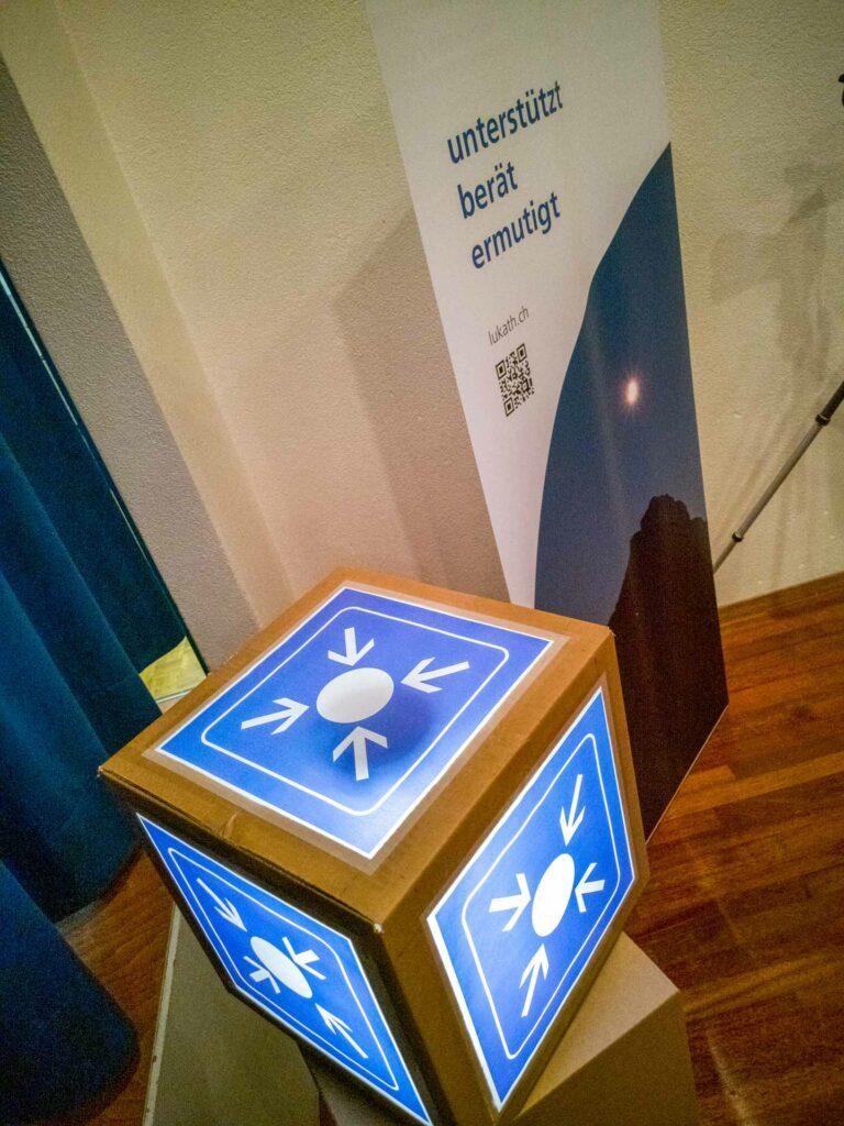 Auf den (Treff-)Punkt gebracht: den SBB entlehnte Dekoration am Themenabend 2020 der Fachbereiche. | © 2020 Thomas Stucki