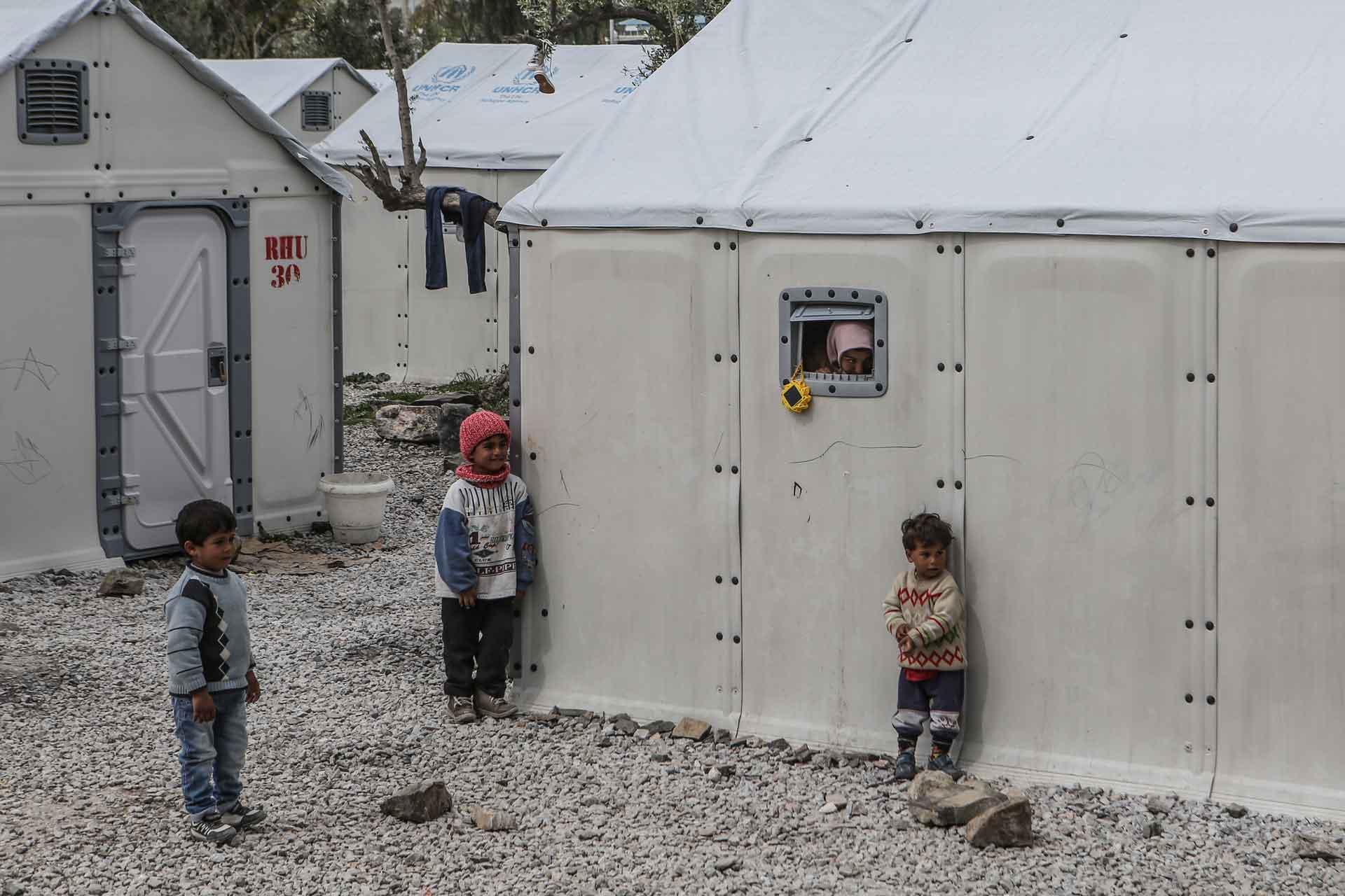 Kinder in einem Flüchtlingslager. Die drei Landeskirchen des Kantons Luzern spenden insgesamt 20'000 Franken für Flüchtlingshilfe  als Zeichen der christlichen Solidarität. | © Caritas Schweiz, Lefteris Partsalis