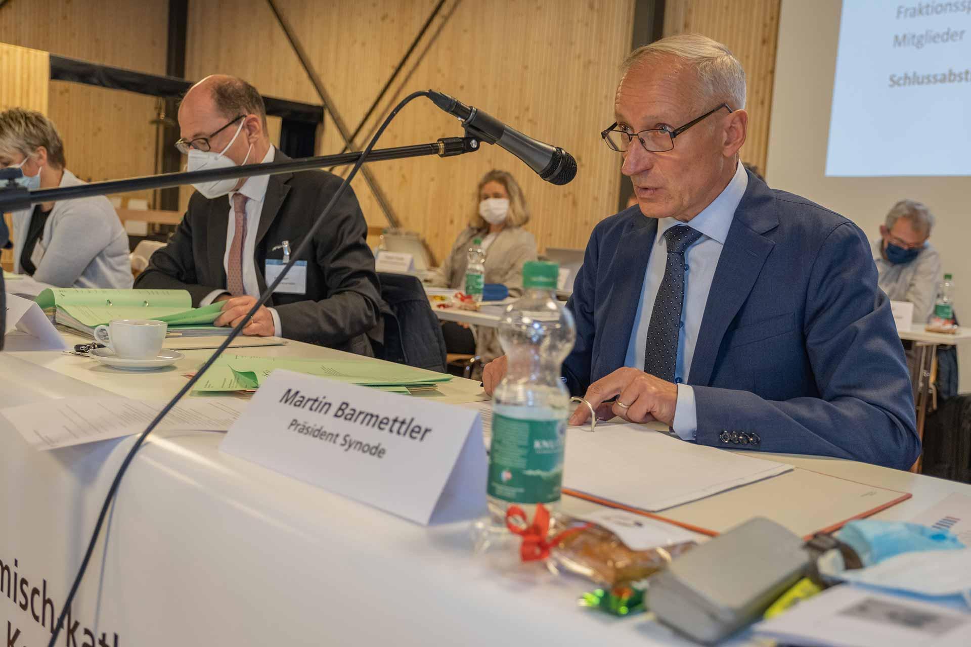 Synodepräsident Martin Barmettler leitete am 4. November seine erste Parlamentssitzung; links von ihm Synodalverwalter Edi Wigger. | © 2020 Dominik Thali