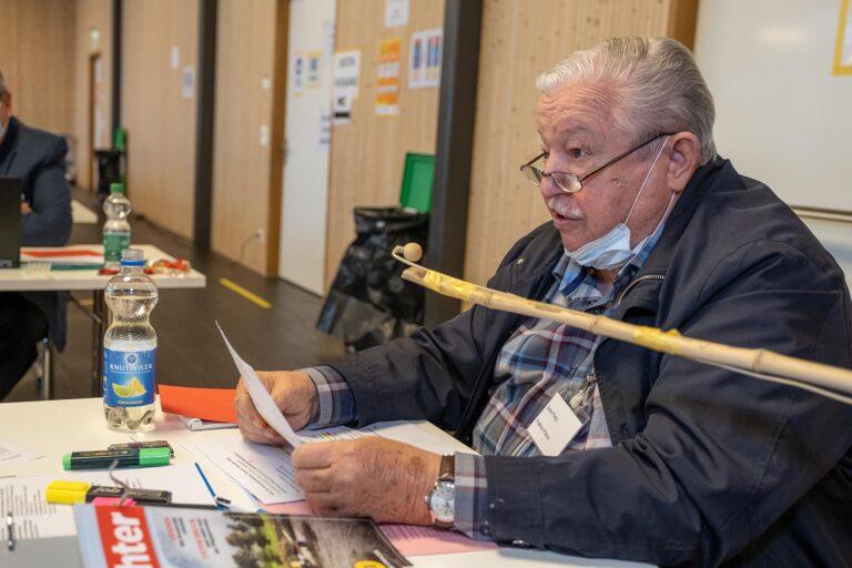 Fredy Suter (Emmen) drang mit seinem Postulat für einen Beirat, das er namens der Fraktion Pilatus dringlich eingereicht hatte, nicht durch.  | © 2020 Dominik Thali