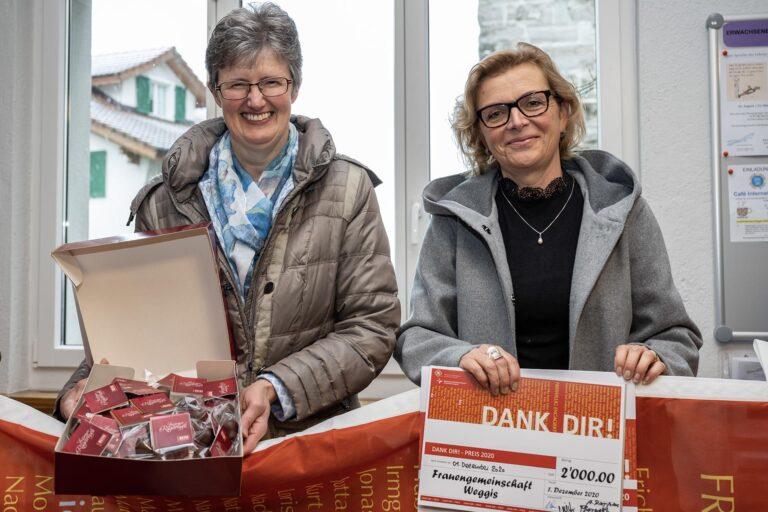 Sie nahmen für die Frauengemeinschaft Weggis den Preis entgegen: Aktuarin Lisbeth Hofmann (links) und Kassierin Carine Sommariva. | © 2020 Roberto Conciatori