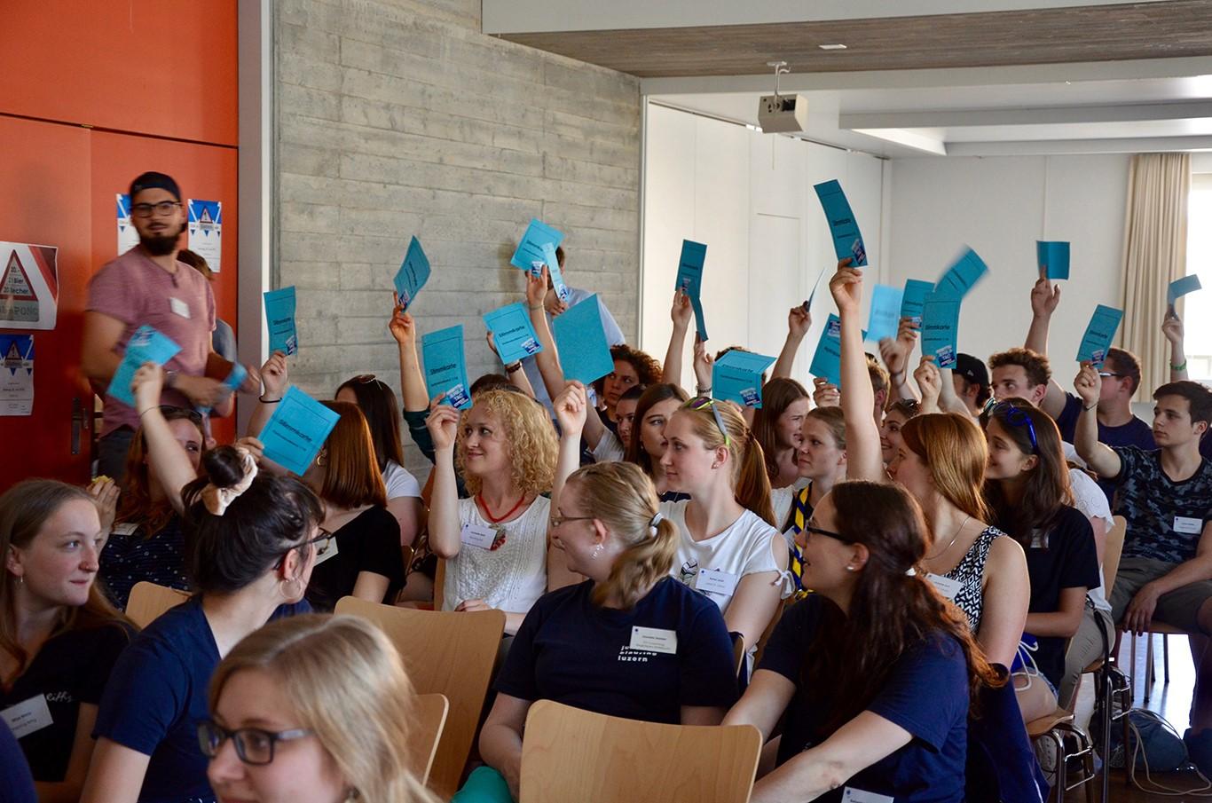 An einer Kantonskonferenz kommen verschiedene Meinungen und Ideen, kommen Menschen zusammen. | © Jungwacht Blauring Kanton Luzern