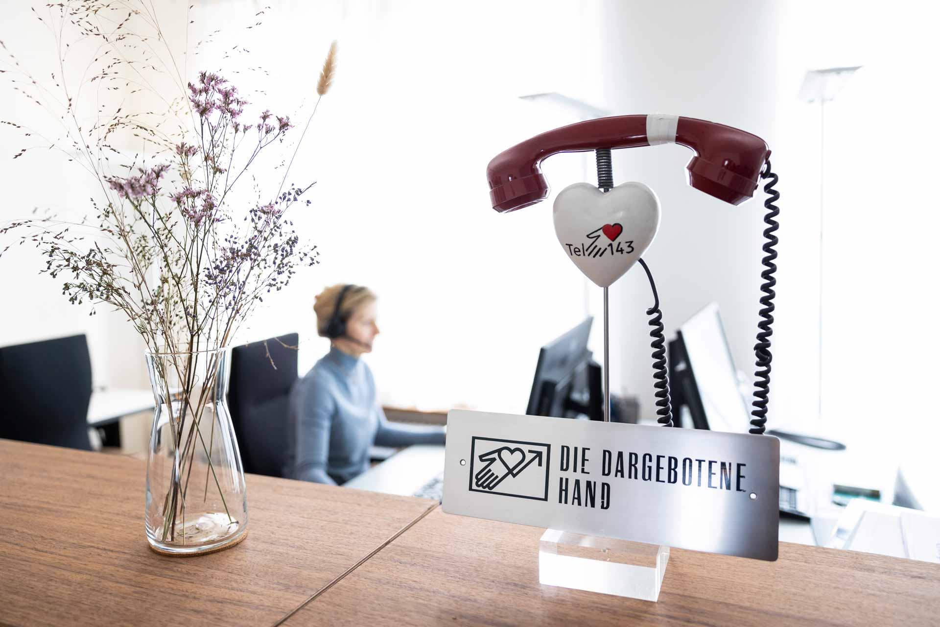 «Die Hilfesuchenden werden immer jünger»: Im Büro von «Die Dargebotene Hand» Zentralschweiz. | © 2021 Patrick Hürlimann / Luzerner Zeitung