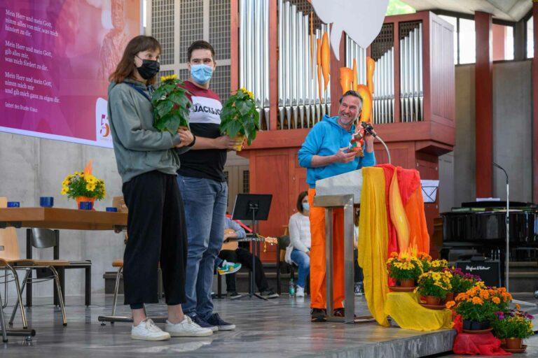 Sakristan und «Mini»-Präses Robi Schmidlin (rechts) hatte die Jubla Riffig, zu der auch die «Minis» gehören, für den Preis nominiert. | © 2021 Roberto Concoatori