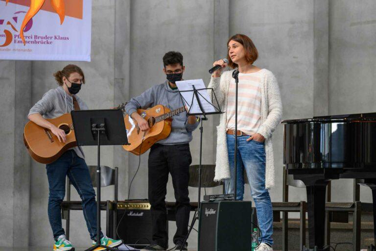 Die musikalische Begleitung im Pfingstgottesdienst. | © 2021 Roberto Conciatori